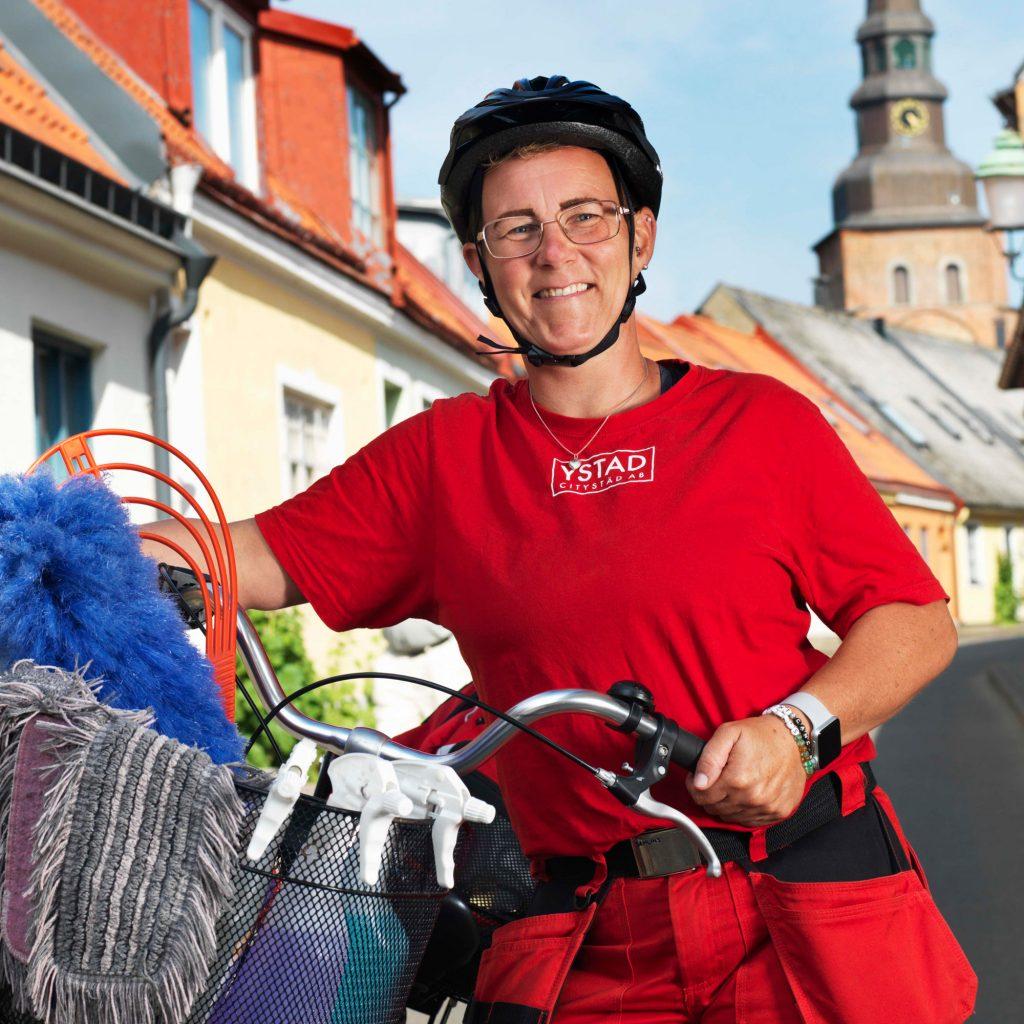Jenny på Ystad Citystäd erbjuder veckostädning, flyttstädning och byggstädning i och runt Ystad